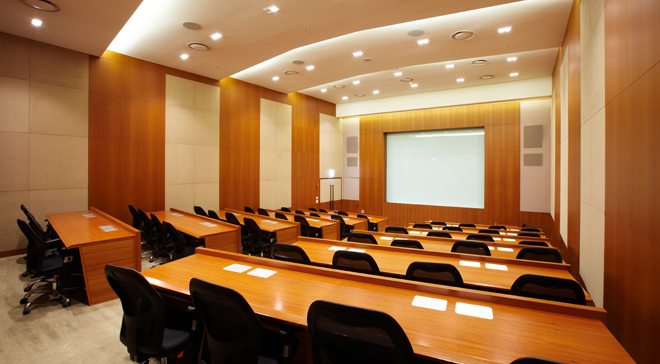 Stepped seminar room with cutting edge of high technology and facilities①